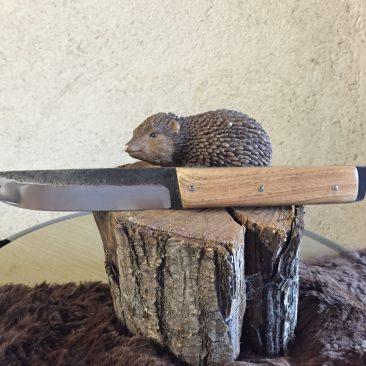 Couteau fixe, manche en hètre, lame forgée en acier ressort. 65 euros