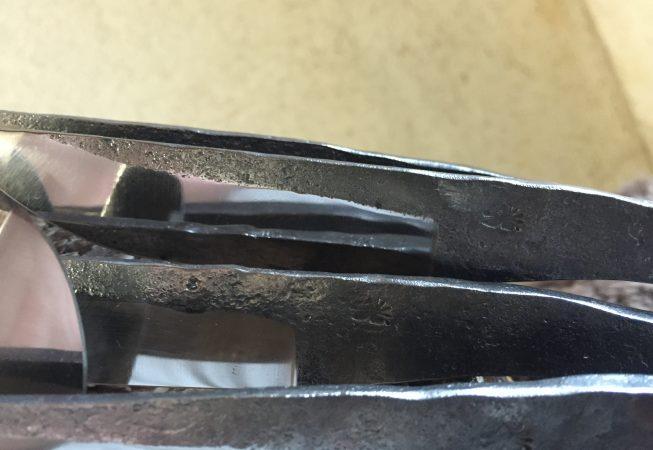 Set de 6 couteaux de table en brut de forge.  195 euros