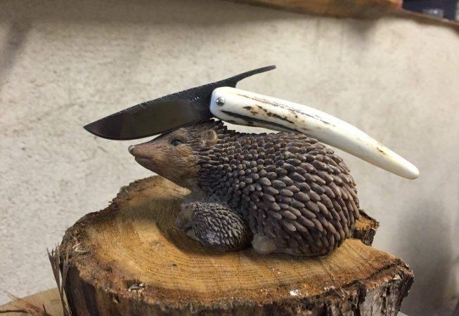 Lame brut de forge. Manche en bois de cerf.