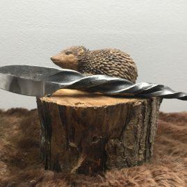 Couteau forgé dans une dent de faneuse