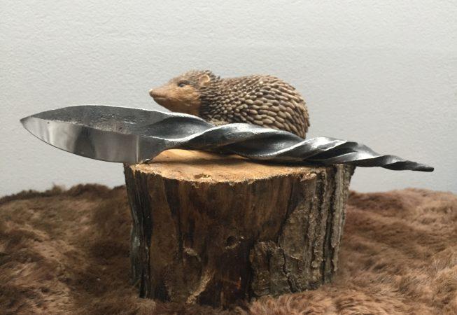 couteau forgé dans une dent de faneuse. 40 euros.