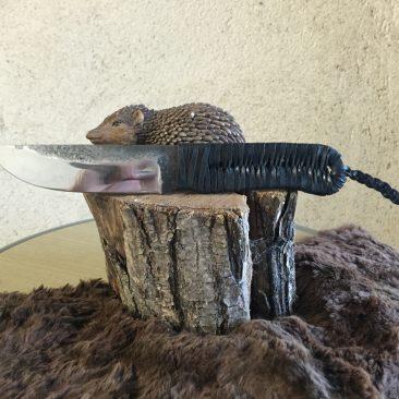 Couteau fixe, brute de forge, tressé cuir. 60 euros