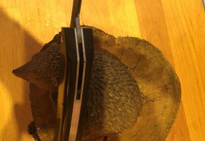 Couteau piémontais, lame brut de forge,en 100c6, manche ébène