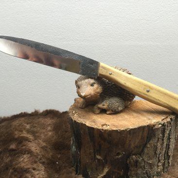 couteau cuisine plate semelle. forgé en 100c6 plaquettes en acacia. 75 euros.